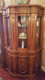 BEAUTIFUL CABINET IN VERY GOOD CONDITION