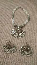 Bundle of ladies jewellery.