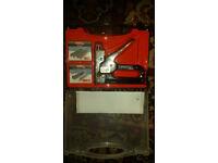 BRAND NEW DIY MANUAL STEEL STAPLE GUN