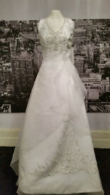Never worn. Gorgeous Wedding Dress for sale.