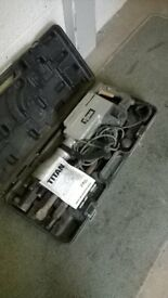 TITAN 230V BREAKER (WITH 2 CHISELS AND HEAVY DUTY CARRY CASE)