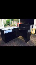 Black gloss corner counter desk