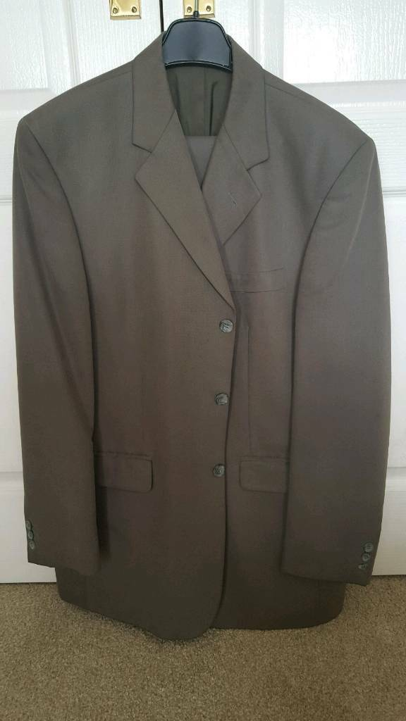 Suit in good condition. Jacket size 42 , Trouser size 36 regular.