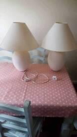 2 x white lamps