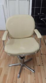 Hairdesser chair