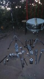 Pearl snare drum,stand,hihat stand with tambo douuble bass ped converter tom arms bass drum feet