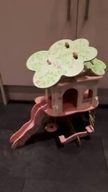 Rose bud dolls' tree house
