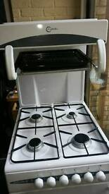 Gas cooker with grill in excellent condition