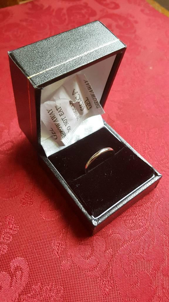 Beatiful platinum wedding ring (18mm/P)