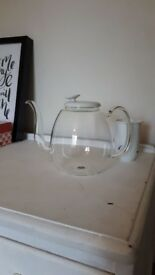 Zens Tea pot, infuser and dainty white cups- NEVER BEEN USED
