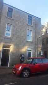 2/3 bedroom fully furnished spacious flat to let . Rosemount. available immedietly.