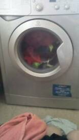 7 kilo load capacity Indesit washing machine