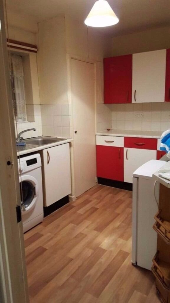 *FITTED KITCHEN* Double glazed Windows* Free Parking* Double Bedroom*