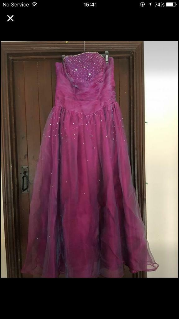 Prom dresses! Both size 14in Aylsham, NorfolkGumtree - Size 14, both worn once. Brilliant condition. Very comfortable! Beautiful dresses. £25 for the pale pink dress £35 for the brighter pink dress Both for £50 Collection raf coltishall Can deliver for fuel money