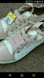 Brand new size 6 ladies trainers
