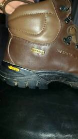 TRESPASS WALKING BOOTS VIBRAM SOLE SIZE 9