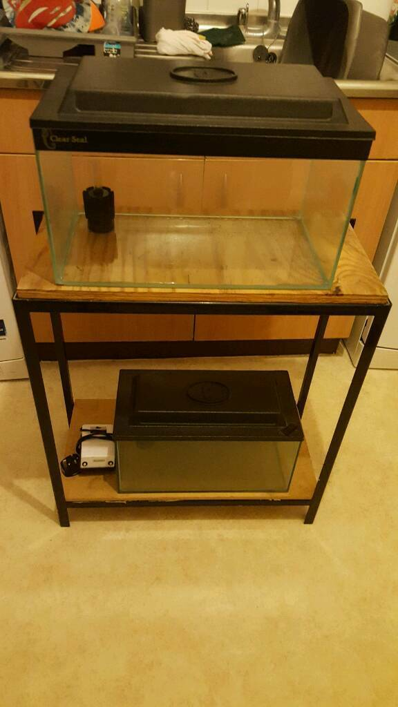 2ft racking and fish tanks
