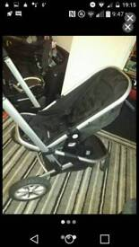 Hi I am selling the pram really good condition