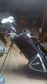 Dunlop golf clubs and bag £100 ono