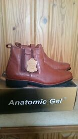 Brand New Size 9 Anatomic Gel Chelsea Type Boot