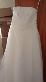 *** Stunning Wedding Dress For Sale - immaculate condition ***