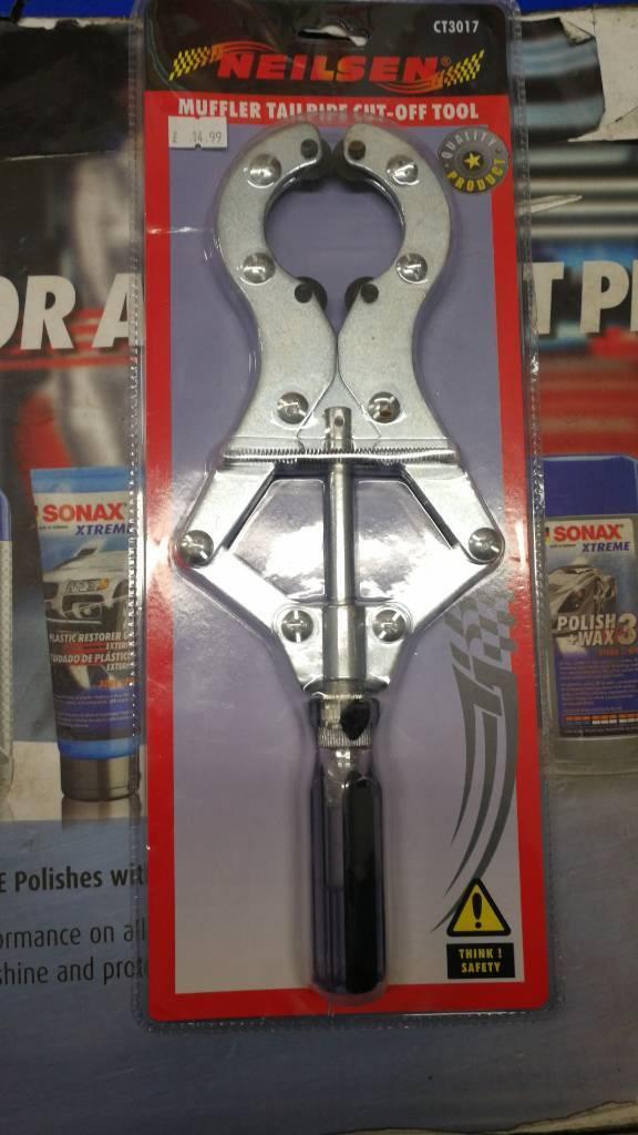 Muffler tailpipe cut off tool