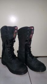 Dr.martens orginal size 7 in good condition!can deliver ir post!