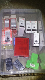 BOX OF ASSORTED CARLO GAVAZZI COMBI START UNITS AND ASSORTED RELAYS AND ISOLATORS ETC