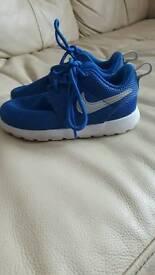Boys Blue Nike Roshes size UK 5.5