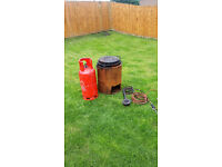 BITUMEN BOILER 10 GALLON COMPLETE WITH LID, GAS BURNER, GAS TORCH & PUDDLE MASTER DRYING OUT TOOL