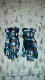 Kids thinsulate gloves. Size 4.5