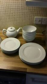 Set of dishes (white)