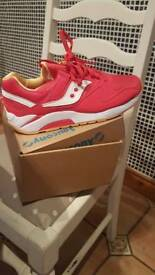 Brand new saucony trainers never worn