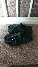 Nike toddler summer shoes size 4.5 ex condition can post etc