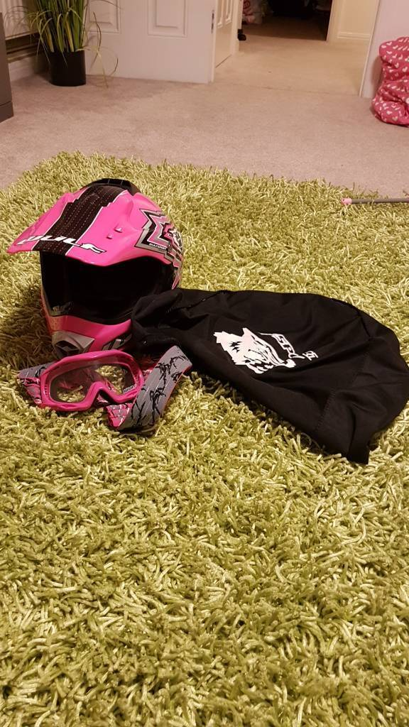 Girls wulf helmet and goggles