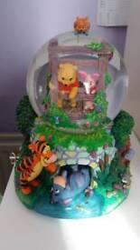 Winny the pooh musical snow globe