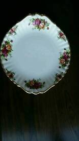 ROYAL ALBERT OLD COUNTRY ROSES BREAD /CAKE PLATE