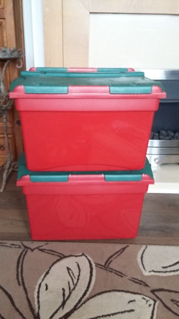 2 Plastic Sorage Containers
