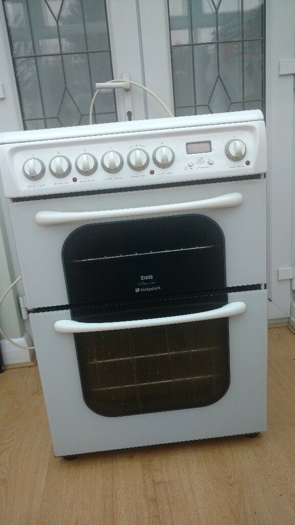 Hotpoint free standing cooker with double oven and grill fully working . 2 meter oven wire included