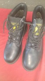 INSULATED SAFETY BOOTS BODY TEAR STEEL TOE CAPS UK SIZE 9 AS NEW AVAILABLE FOR SALE