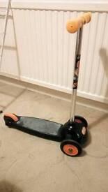 Evo boys 3 wheeled scooter