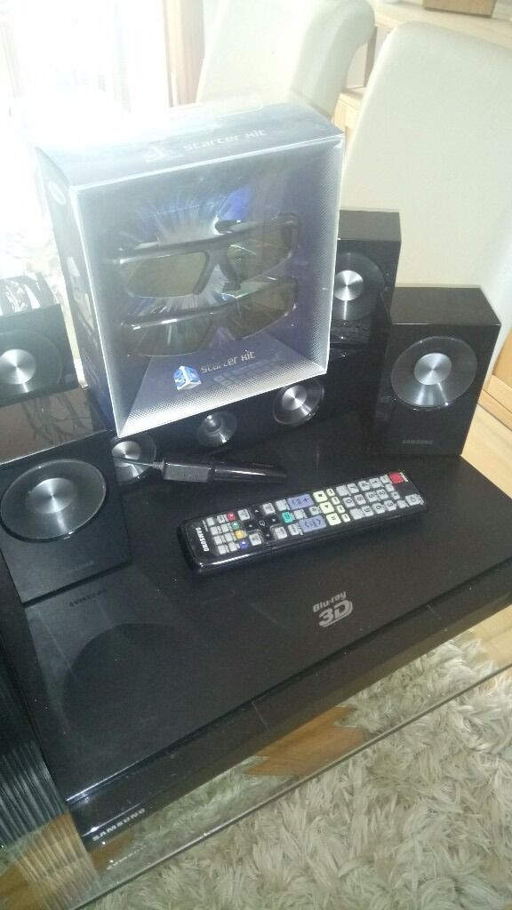 Samsung 3d smart blueray player, surround sound and two pairs of glasses