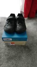 Boys Clarks shoes 7.5g