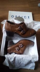BNNW size 8 Office shoes
