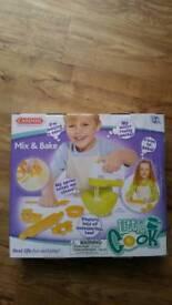 Casdon Mix and Bake Mixer and accessories BNIB