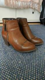 Ladies leather boots size 5 (38) Office