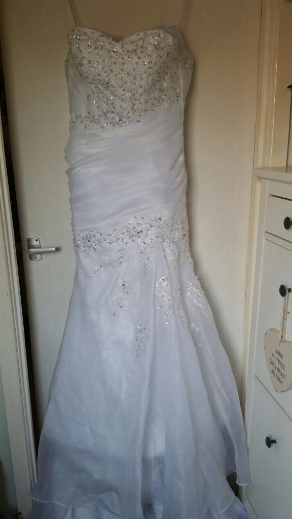 Wedding dress size 10in Malpas, CheshireGumtree - This a size 10 wedding dress never been worn before, look at pictures to see more detail, selling cheap as needs to get rid of it, it first cost £700