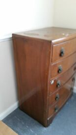 Traditional 5 chest of drawers