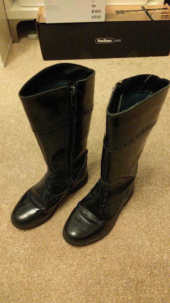 Girls leather boots (Clarks)