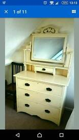 Chest of drawers dressing table mirror